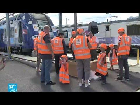 العرب اليوم - شاهد: فرصة للمهووسين للذهاب إلى أكبر مركز لصيانة القطارات الفرنسية