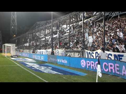 """""""Es la azul y blancaaaa, la que me conquistooo..."""" Barra: Indios Kilmes • Club: Quilmes • País: Argentina"""
