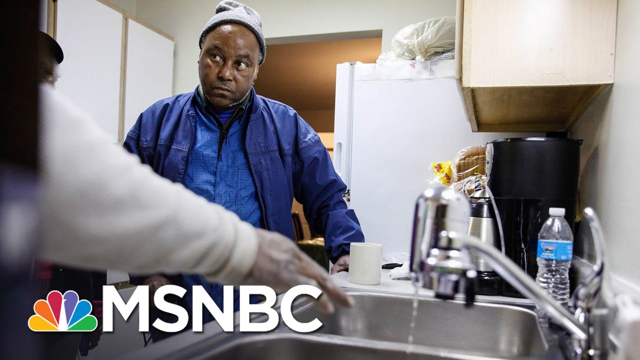 Flint Institutes 'Health Navigators' For New School Year Following Water Crisis | MSNBC thumbnail