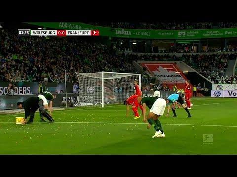 العرب اليوم - شاهد: تأجيل مباراة كرة قدم أثناء انعقادها