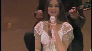 "Crystal Gayle Sings ""What a Little Moonlight Can Do"""
