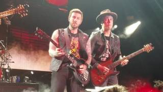 """Avenged Sevenfold """"Shepherd of Fire"""" Live Front row Pit HD, upclose guitar solo 2016 Tour"""