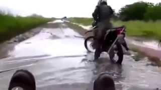 LOS MEJORES BLOOPERS DE MOTOS 2013 // VIDEOS GRACIOSOS // CAIDAS CHISTOSAS // RISAS A FULL