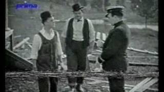Zapomenutý svět - Laurel a Hardy staví dům