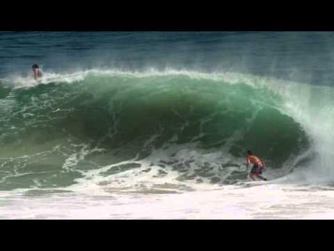 Kirra Pumping Surf