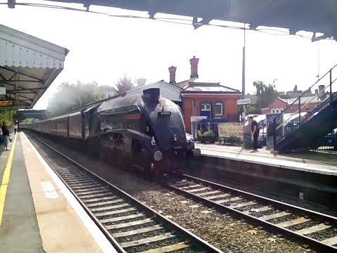 60009 'Union Of South Africa' speeds through Evesham with 'T…