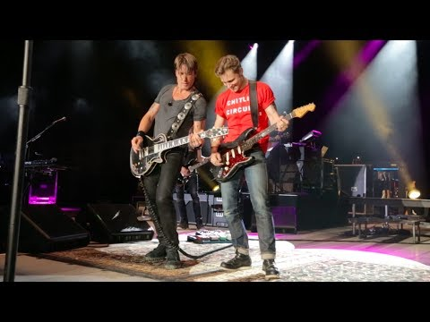 Keep Your Hands to Yourself (Live) [Feat. Frankie Ballard]