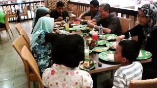 Suasana Makan Siang Di Tangcity Mall