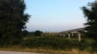 preview picture of video 'Aerei in atterraggio a Seriate (Bergamo - Orio al Serio) che sfiorano le teste dei passanti'