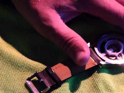 Armbanduhr öffnen und Zifferblatt heraus nehmen