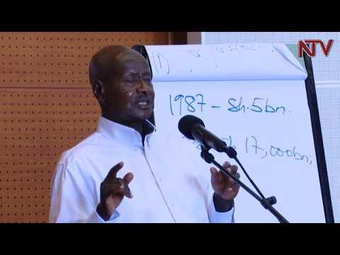 AKEEDIIMO K'ABASOMESA: Museveni abasisinkanye mu Kampala