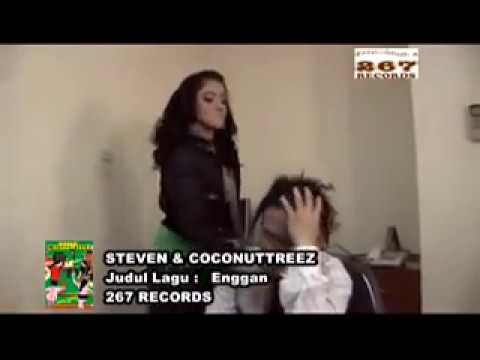 Steven & Coconuttreez - Enggan (Official Music Video)