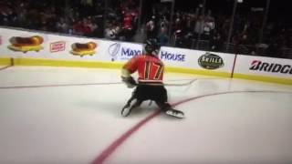 Ryan Kesler's son scores at all-star shootout