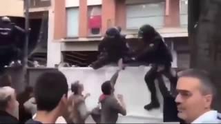ЖЕСТЬ! Испанская полиция рагромила митинги в Каталонии