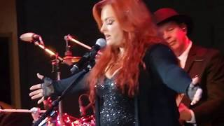 "Wynonna ""Keeps Me Alive"" & ""I Want To Know What Love Is"""