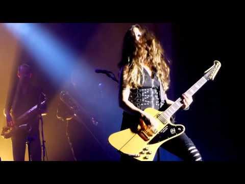 Suzi Quatro - Rocking in the Free World (with extra bass)