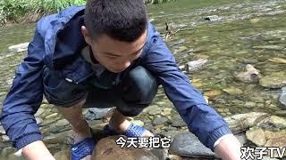 欢子TV:农村小伙野外求生学贝爷,才饿一天一夜已经开始怀疑人生 【欢子TV】