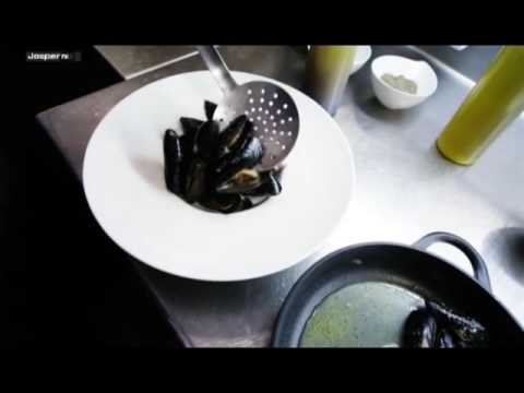 Video Baked mussels Charcoal oven - Engels