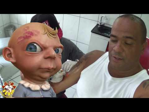 Marosch Tatuagem fazendo arte na pele