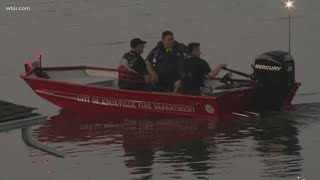 Вертолет упал в реку в США