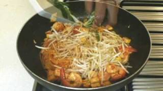 Thai Cooking Recipe: Pad Thai Fried Noodles in Egg Wrap from Lobo (Thai food) –  TheThaiCook 2009