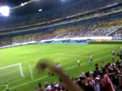"""""""Cómo no voy a alentar!! atlas (1) vs (3) CHIVAS Cuadrangular 2013"""" Barra: La Irreverente • Club: Chivas Guadalajara"""