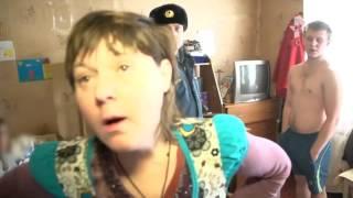 Неадекватная женщина набросилась с дубинкой на спасателей, которые приехали ей помочь