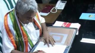 Oommen Chandy taking charge as Kerala CM