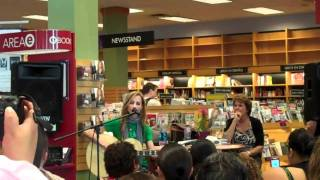 "Chely Wright ""Emma Jean's Guitar"" @ Borders San Diego"