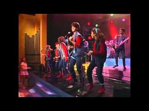 KIDS Incorporated - Twist of Fate (720p HD Live Look) - Repost