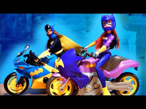 NEW DC Super Hero Girls Doll Batgirl Batcycle vs. Barbie Motorcycle Doll Unboxing Toy Review