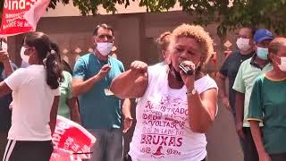 Servidores fazem manifestação contra decisão do governo de mineiro de entregar administração do HRAD para OS