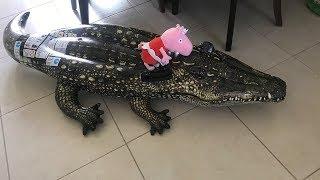 Peppa Pig Y El Conejo Gigante, Huevos Kinder Reciben Sorpresas De Cocodrilo Inflable