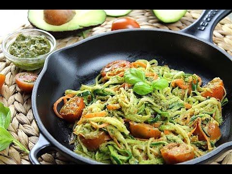 Prepara Unos Ricos Espaguetis De Calabacín Con Pesto De Aguacate