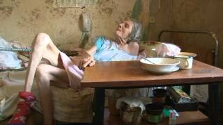Родственники бросили бабушку