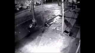 preview picture of video 'Côn đồ dùng súng hoa cải bắn vào cửa nhà - Phương Đông - Uông Bí.'