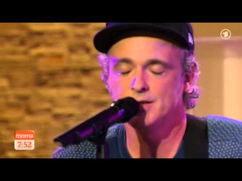 "Fran & Andy of Travis play ""Warning Sign"" on ARD Morgenmagazin"