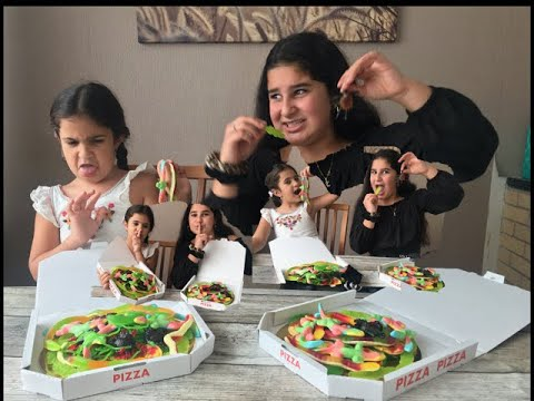 Yara Pretend Making Scary candy Pizza, Let's Make a  Pizza,طفال مضحك و عملاق حلوى कैंडी पिज्जा बनाने