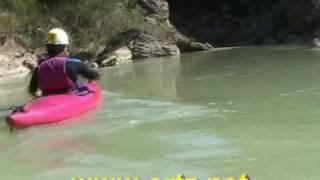 preview picture of video 'Descenso (de parte) del Río Gállego en kayak 1/3'