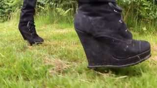 preview picture of video 'Public Heels 42 - high heels in the countryside'
