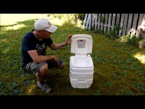 Auf dem Gartengrundstück ein einfaches WC bauen. Camping Toilette einbauen