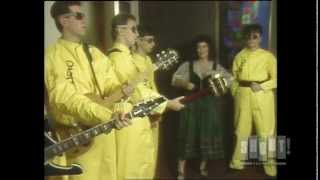 Devo - Uncontrollable Urge (Live On Fridays)