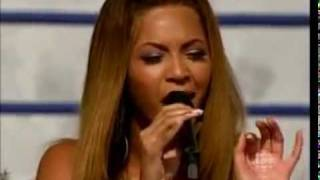 Beyoncé  sings silent night (Christ the saviour is king)