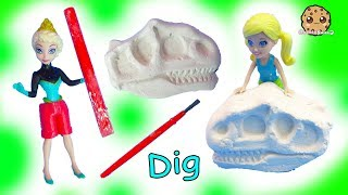 Disney Frozen Queen Elsa + Polly Pocket Dinosaur Sand Dig Surprise - Cookie Swirl C