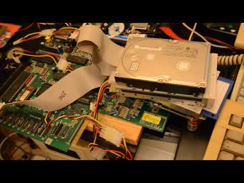 Amiga 500+ playing MP3 from Zip disk