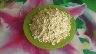 Смотреть онлайн Салат из кальмаров с яйцом