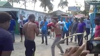 Boxeo callejero . lo noquea de un solo