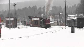 preview picture of video 'Fichtelbergbahn - L45H-083 und 99 786 im Bahnhof Cranzahl'