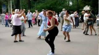 Придурок и бабка танцуют секси танцы
