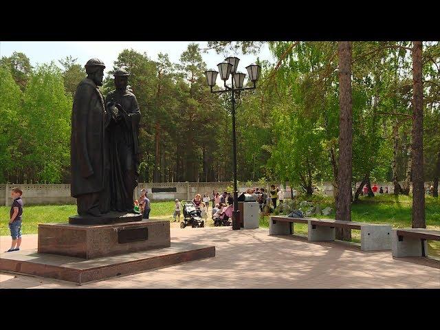 Сотню деревьев высадили у памятника Петру и Февронии